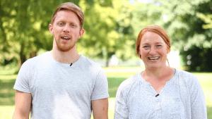 Joni und Janine verbinden ihr fachliches Know-How und ihre berufliche Erfahrung in der Krisenintervention mit einer gesunden Portion Humor und Leichtigkeit.